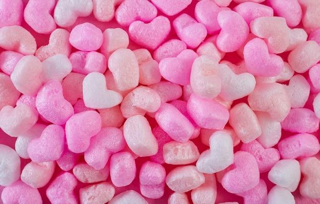 Corações de espuma rosa papel rosa fundo Foto Premium
