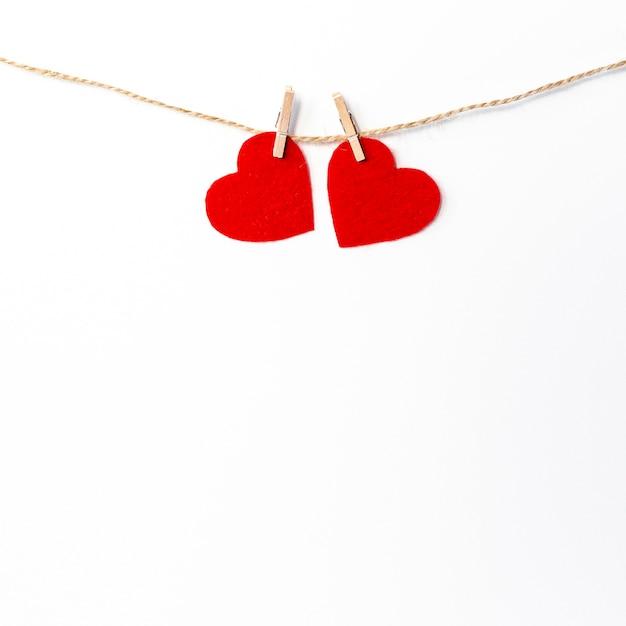 Corações na corda para dia dos namorados Foto gratuita