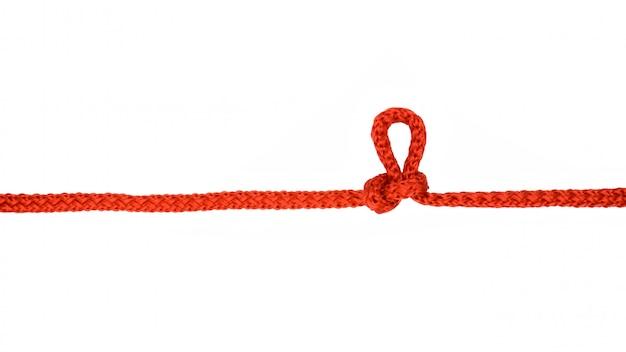 Corda vermelha com nó isolado no fundo branco Foto Premium