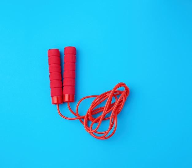 Corda vermelha para esportes em um azul Foto Premium