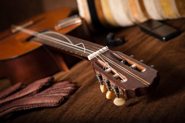 Cordas de guitarra clássica quebradas Foto Premium
