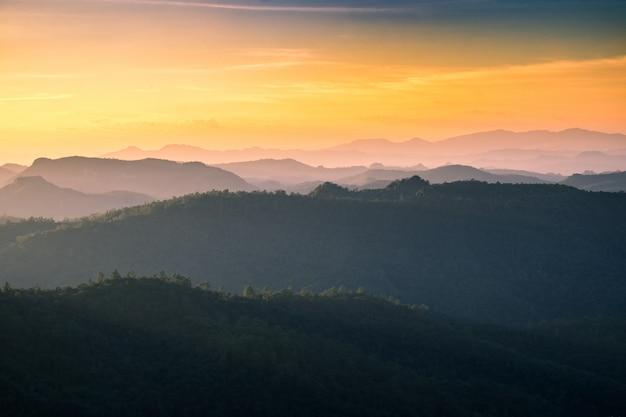 Cordilheira de paisagem de ponto de vista Foto Premium