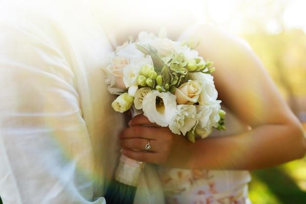 Cores quentes feliz de casamento branco Foto gratuita