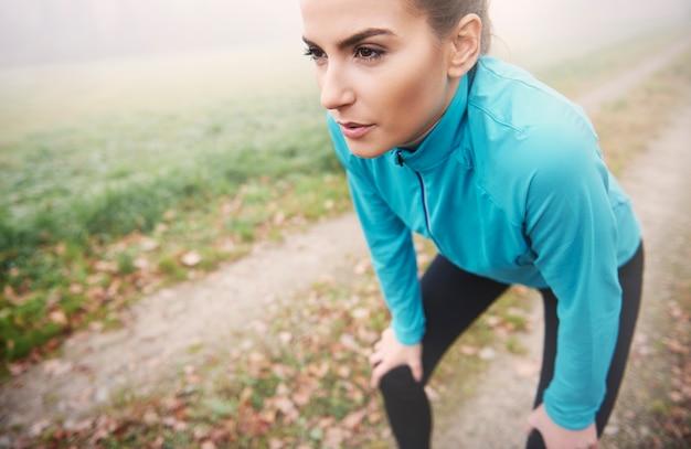 Correr matinal é cansativo, mas é um chute para o resto do dia Foto gratuita
