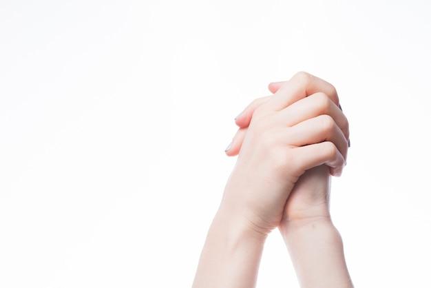 Cortar as mãos cruzadas Foto gratuita