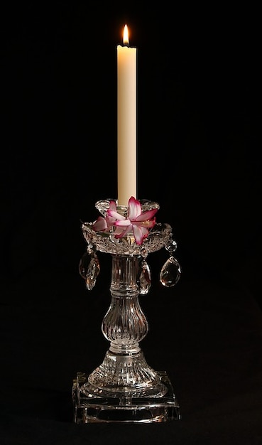 Cortar prisma de vidro de cristal castiçal vela Foto gratuita