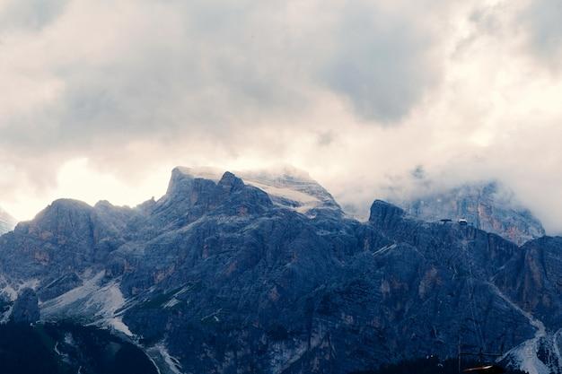 Cortina d'ampezzo montanhas Foto Premium