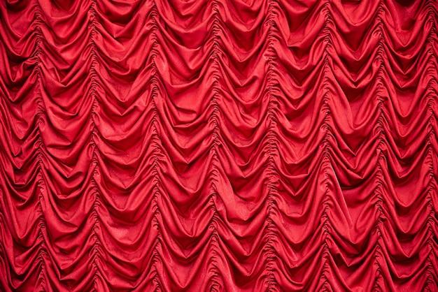 Cortinas vermelhas drapeadas Foto Premium