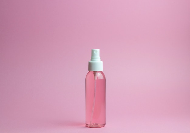 Cosméticos em rosa. minimalismo. cuidados com a pele. Foto Premium