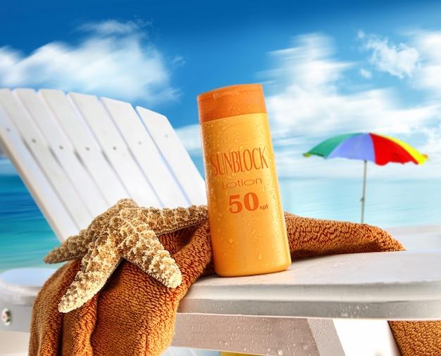 Cosméticos na praia Foto Premium