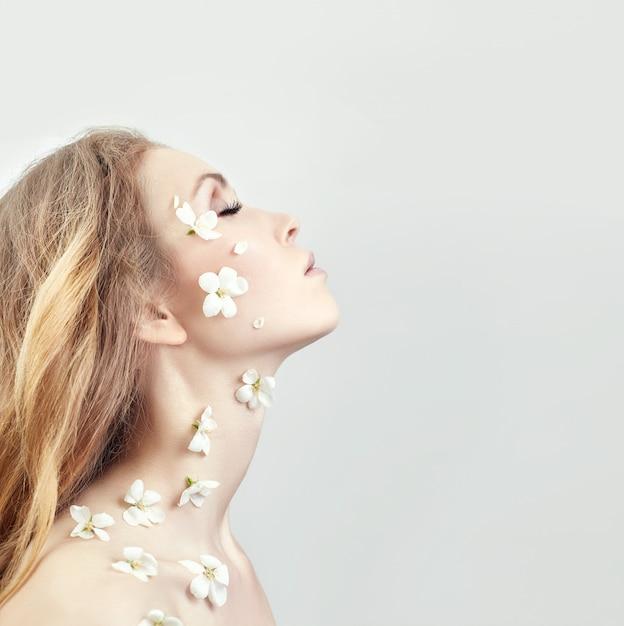 Cosméticos naturais rosto, cuidados com a pele, hidratação da pele Foto Premium