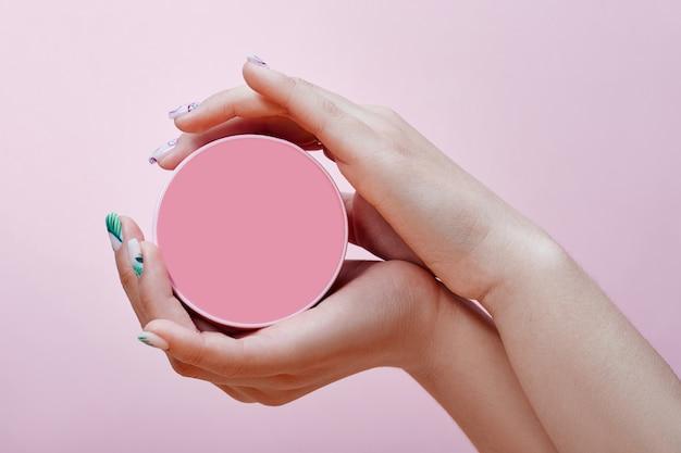 Cosméticos para as mãos, unhas para colorir e cuidar, manicure profissional e produtos para cuidados. Foto Premium
