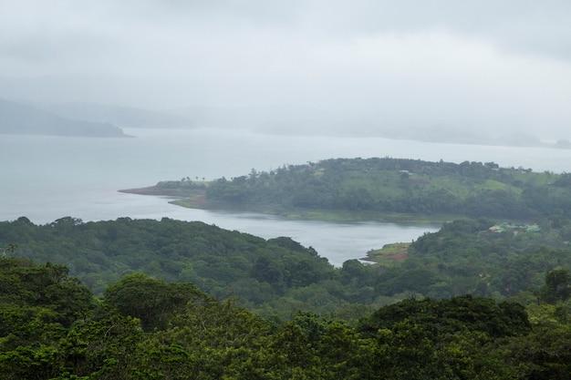 Costa do pacífico tropical bonita na costa rica Foto gratuita