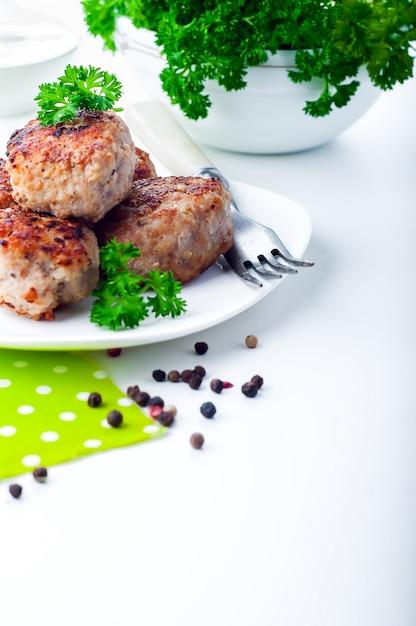 Costeletas fritas caseiras Foto Premium