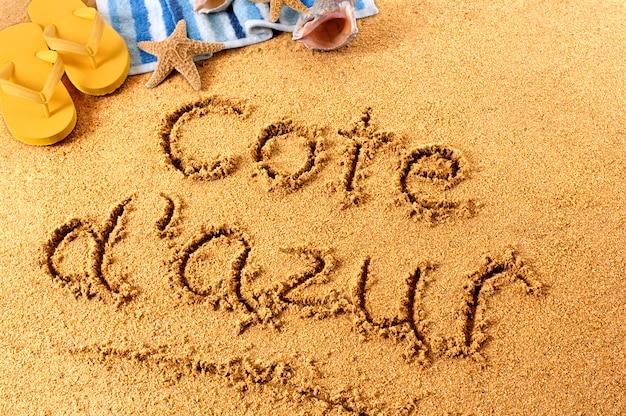 Cote d'azur escrito na praia Foto gratuita