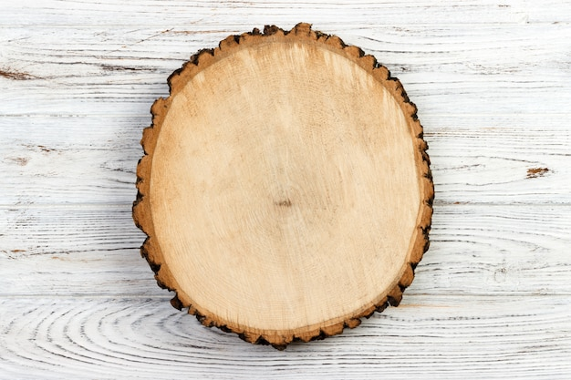 Coto de madeira sobre um fundo de madeira rústico Foto Premium