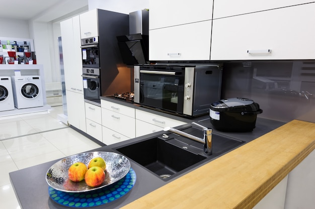 Cozinha moderna de oi-tek, design de interiores limpo Foto Premium