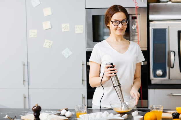 Cozinhando o café da manhã Foto gratuita
