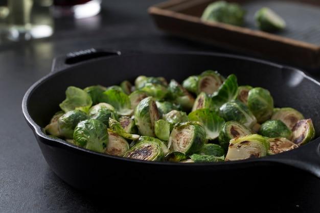 Cozinhar brócolis Foto Premium