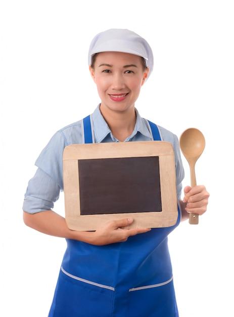 Cozinheiro chefe, dona de casa que mostra o quadro-negro em branco do sinal do menu ou o sinal em branco. Foto Premium