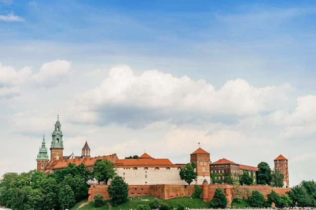 Cracóvia, polônia - castelo wawel no verão Foto Premium