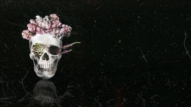 Crânio floral bonito com fundo de espaço preto cópia Foto Premium