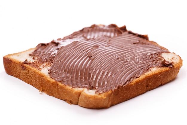 Creme de chocolate delicioso em uma torrada Foto gratuita