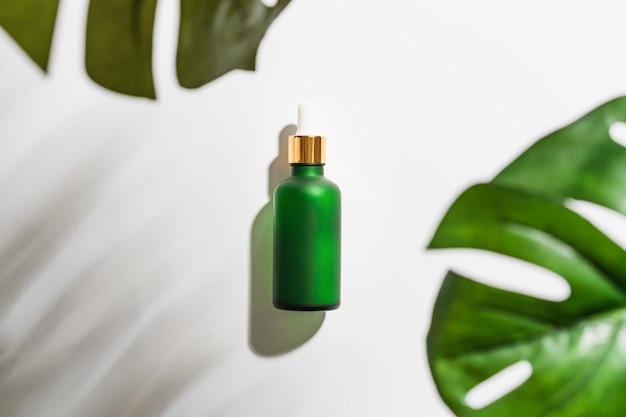 Creme de mamadeira, marca de produtos de beleza em lay plana Foto Premium