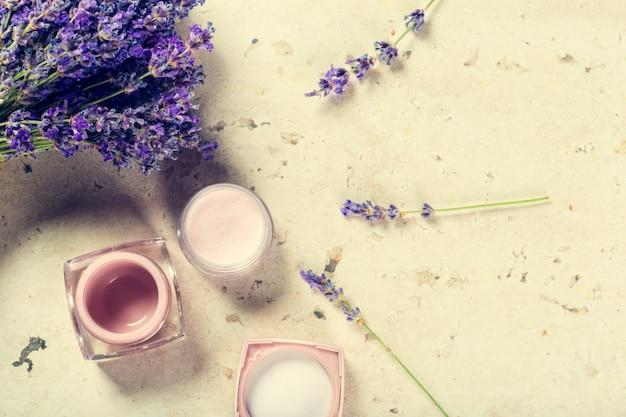 Creme facial natural com lavanda Foto Premium