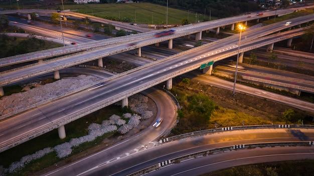 Crepuscular, paisagem, longo, exposição, movimento, tráfego, car, ligado, viaway, intercâmbio, em, tailandia Foto Premium