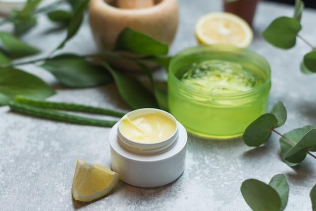 Criação de cosméticos naturais a partir de plantas, naturais. Foto Premium