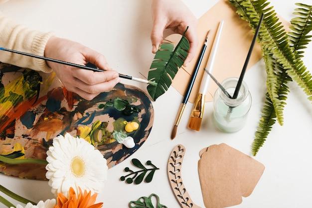 Criação de pintura artística de alto ângulo Foto gratuita
