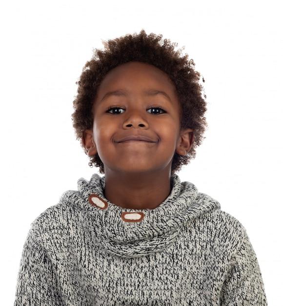 Criança afro-americana bonita com jersey de lã cinza Foto Premium