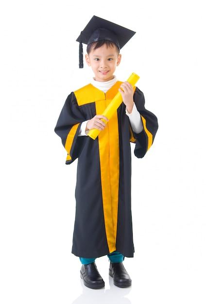 Criança asiática em vestido de formatura Foto Premium