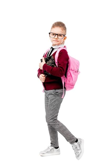 Criança em uniforme escolar com mochila rosa Foto Premium