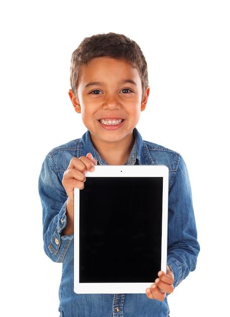 Criança engraçada latina com um tablet Foto Premium