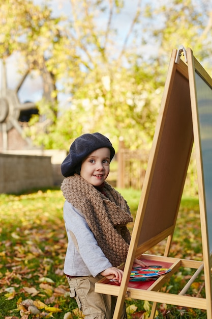 Crianças bebê artista pintar roupas de primavera outono Foto Premium