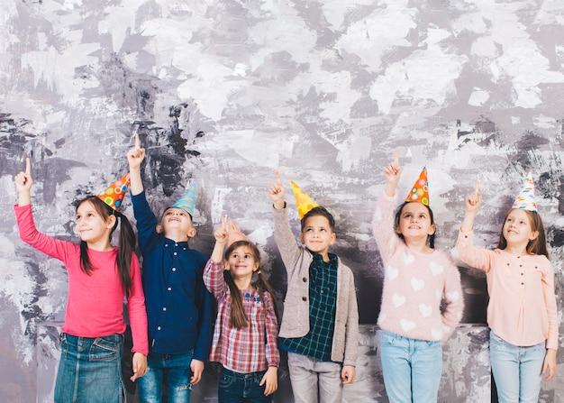 Crianças, celebrando, aniversário Foto gratuita