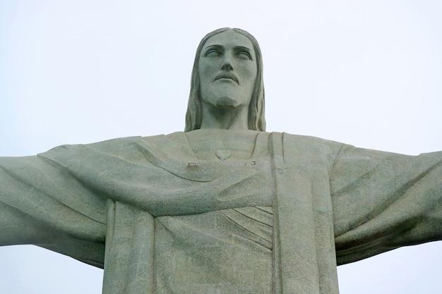 Cristo redentor, pedra-sabão estátua de jesus cristo no corcovado no rio de janeiro Foto Premium
