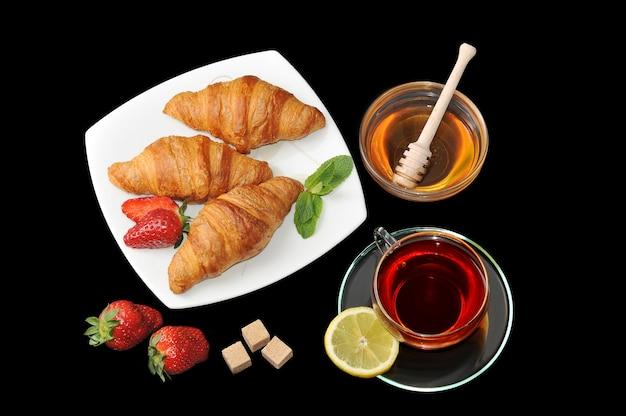 Croissants com chá e mel Foto Premium