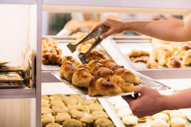 Croissants counter Foto gratuita