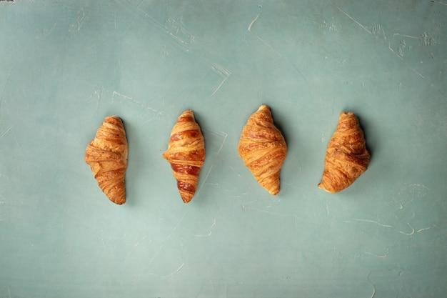 Croissants frescos, configuração plana Foto Premium
