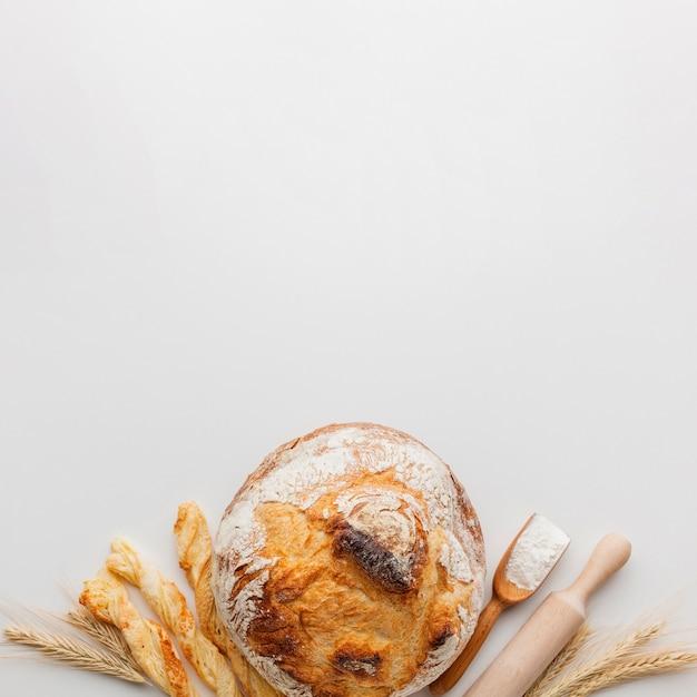 Crosta de pão e rolo Foto gratuita