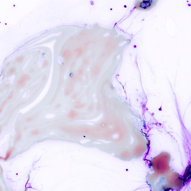 Cubo de gelo roxo abstrato com espaço de cópia Foto gratuita