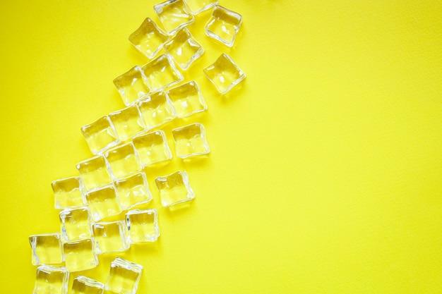 Cubos de gelo em pedaços de acrílico artificial Foto Premium