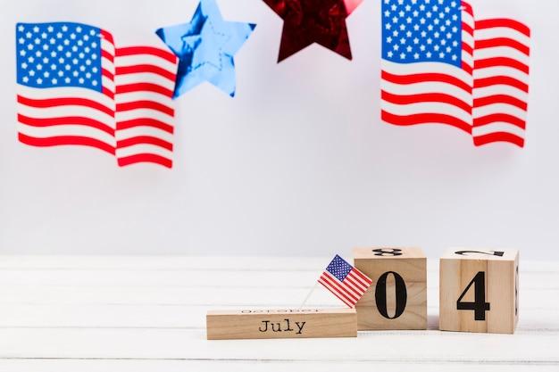 Cubos de madeira com data do dia da independência da américa Foto gratuita