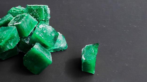 Cubos verdes de gelo Foto gratuita