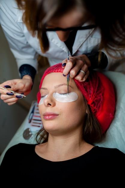 Cuidado dos cílios no salão de beleza Foto Premium