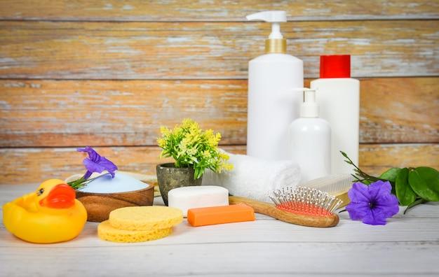 Cuidados com o corpo natural, dermatologia à base de plantas, loção de creme higiênico cosmético, mel para tratamentos de beleza e cuidados com a pele - objetos de banho naturais - produtos de banho naturais, sabão, ervas, spa, aromaterapia Foto Premium