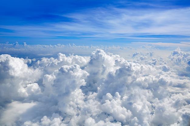 Cumulus mar de nuvens vista da vista aérea Foto Premium